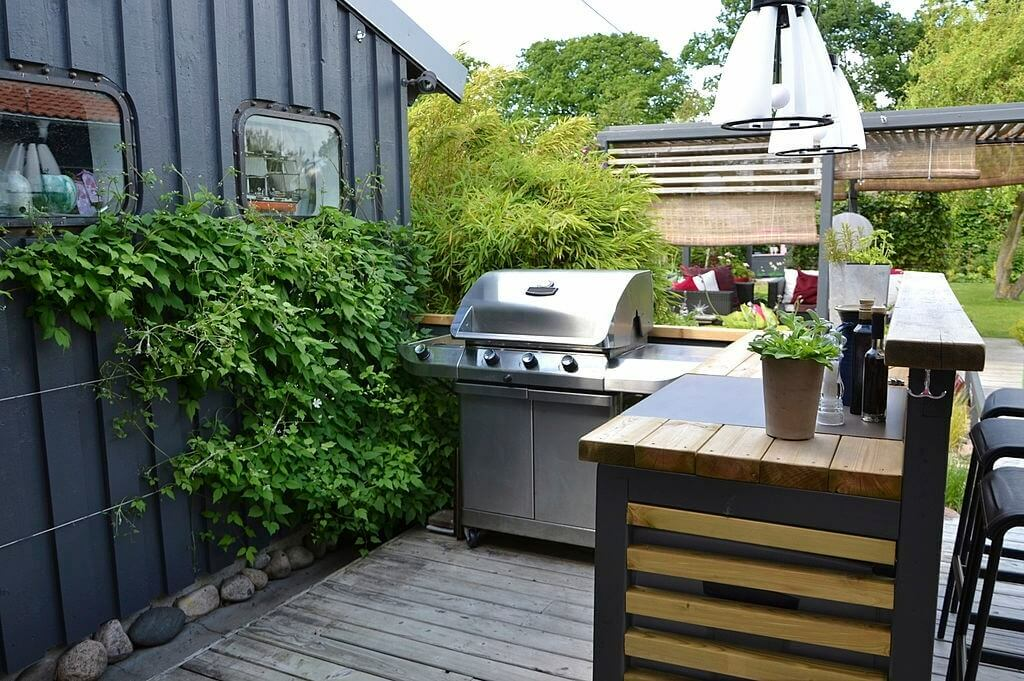 outdoor kitchen cabinets - Big Easy Landscaping